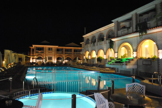 The meandros hotel at night for Boutique hotel zante