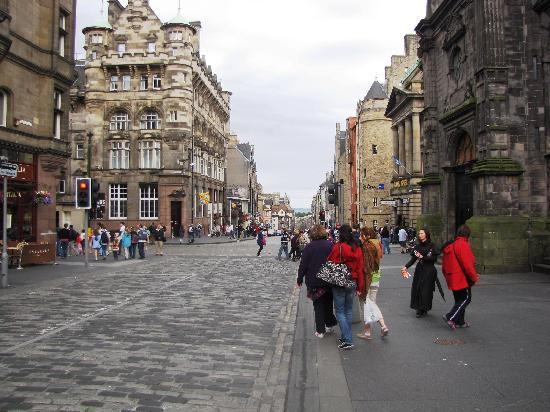 Kenneth Mackenzie: Royal mile easy walk 10 minutes
