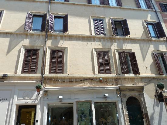 Romeo al Babuino : front of the hotel