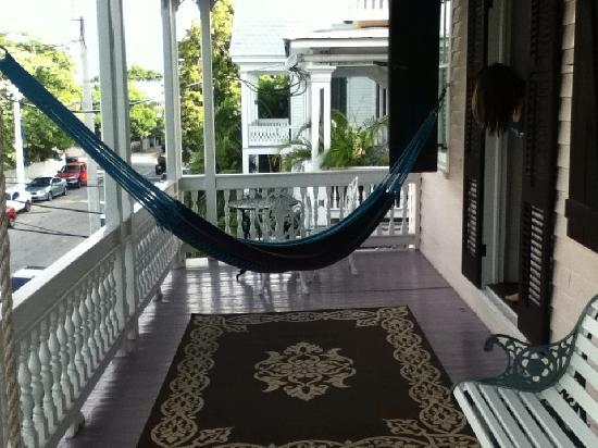 Key West Bed and Breakfast: Second floor balcony facing the street.