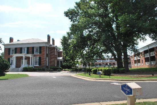 Hampton Inn Lexington - Historic District: Outside of the Hotel