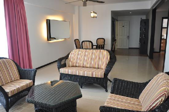 Likas Square Apartment Hotel: 3-Bedroom Standard Suite - Living Room