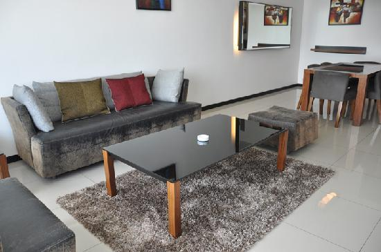 Likas Square Apartment Hotel: 3-Bedroom Premier Suite - Living Room