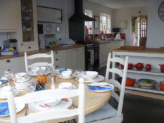 Mulberry House Bed and Breakfast: The Kitchen Diner