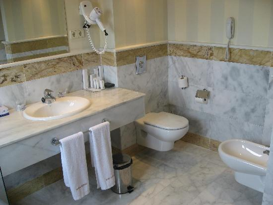 Suites Duquesa Golf : baño