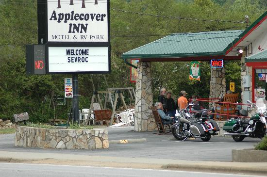 Applecover Inn Motel and RV Park: I frequently join a group of friends done here