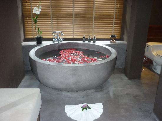 Silavadee Pool Spa Resort: Indulge in a Lemongrass & Rose Petal  Bath