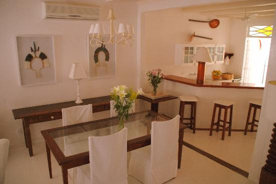 Pousada Casa de Paraty: Dining room and kitchen 7-2011