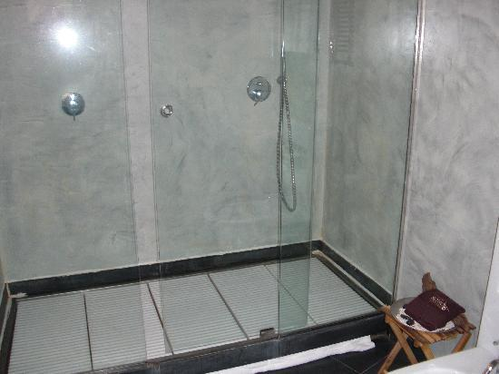 La Locanda di Colombo: The shower!