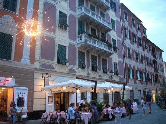 La Locanda di Colombo: Dinner in the piazza