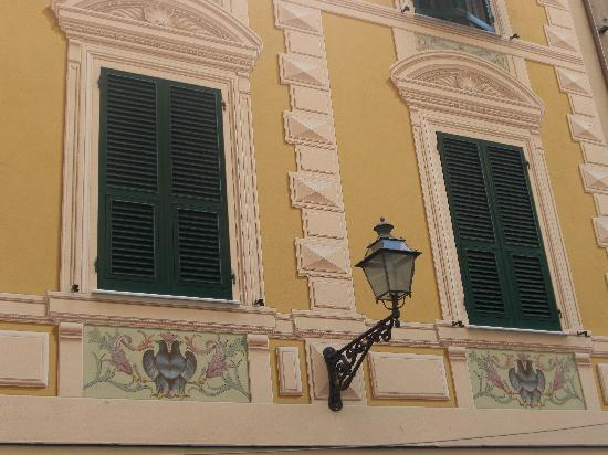 La Locanda di Colombo: The painted window frames are fascinating