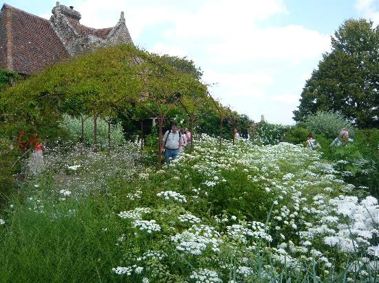 Sissinghurst, UK: White garden