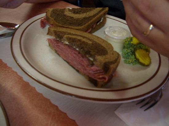 Camp Douglas, WI: delicious rueben