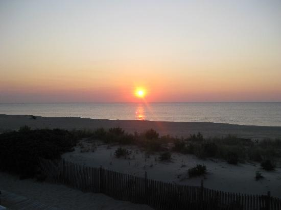 Point Pleasant Beach, NJ: Is This A Sunrise Or Is This A Sunrise!!