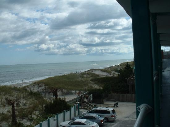 Spray Beach Inn: view from the second floor balcony