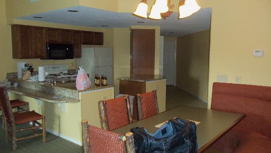 1 bedroom deluxe picture of wyndham smoky mountains sevierville tripadvisor for 2 bedroom hotels in gatlinburg tn
