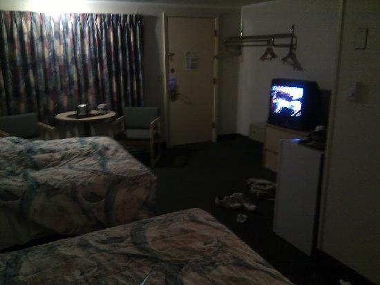 Super 8 Motel - Hyannis/W. Yarmouth/Cape Cod Area: It's poorly lit for a reason. Bright light does it no favors.