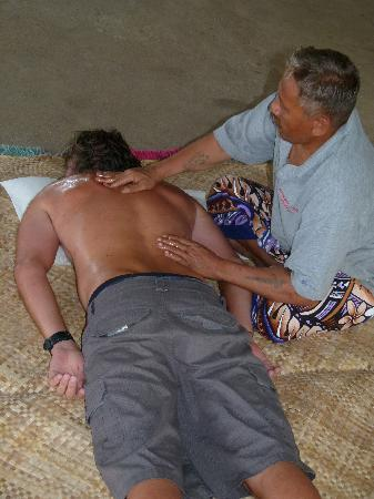 Sina PJ Beach Fales: Massage