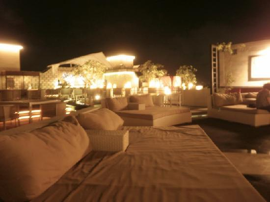 Aston Kuta Hotel &amp; Residence: rooftop bar