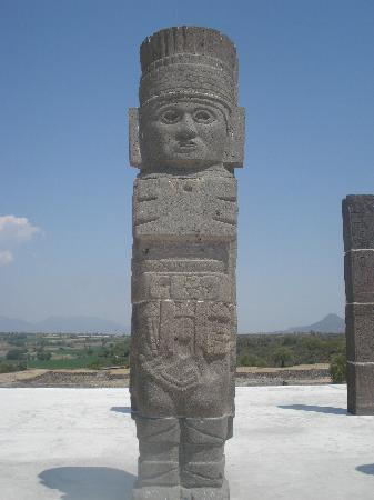 http://media-cdn.tripadvisor.com/media/photo-s/01/f6/ed/64/tula-toltec-archaeological.jpg