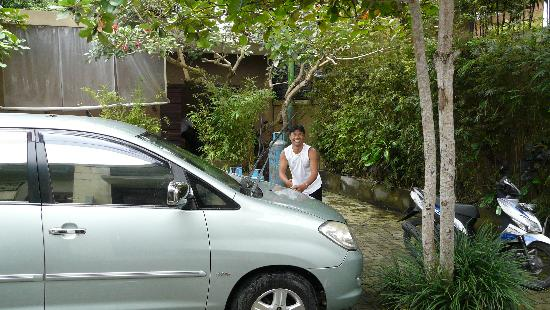 Balivillas.com Estate: Wayan, our driver washing the car before we go out exploring. The only time he is out of uniform