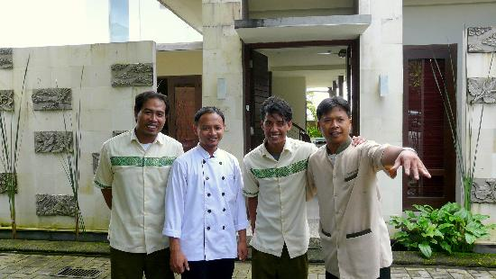 Balivillas.com Estate: Our cook, between the two houseboys & Wayan our driver on the right