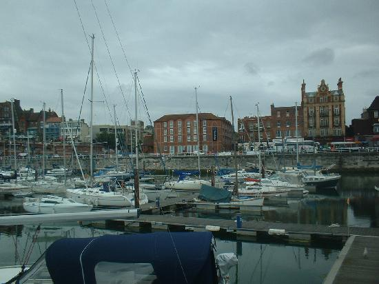 ‪‪Ramsgate‬, UK: the hotel is in the middle of the photo‬