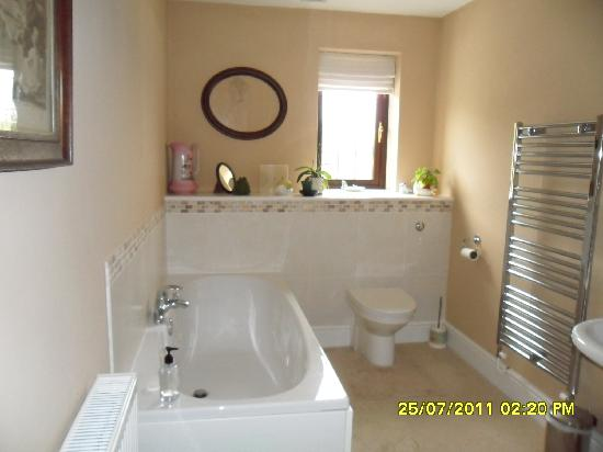 Woodlands Bed & Breakfast: bathroom