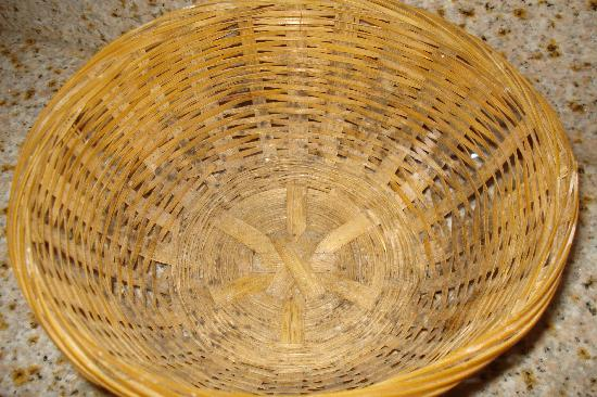 Days Inn: moldy basket