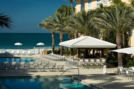 Edgewater Beach Hotel, A Waldorf Astoria Hotel: Edgewater Pool and Beach