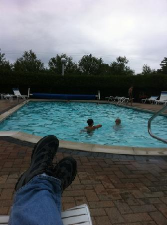 Bar Harbor Motel: kids enjoying BH Motel pool