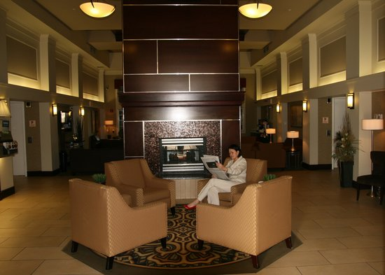 Hampton Inn &amp; Suites by Hilton Calgary-Airport: Reception Area
