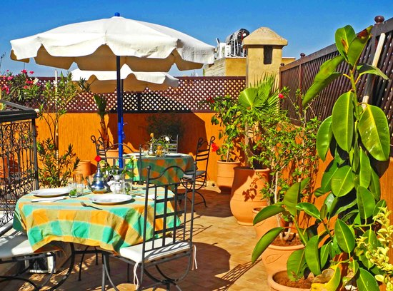 Riad Linda: enjoy breakfast on our sunny terrace