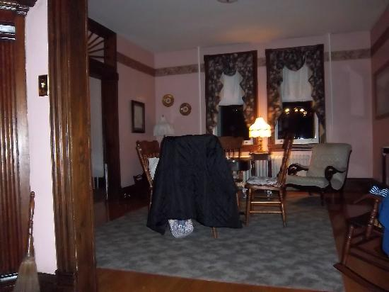 Highlawn Inn: Inside view