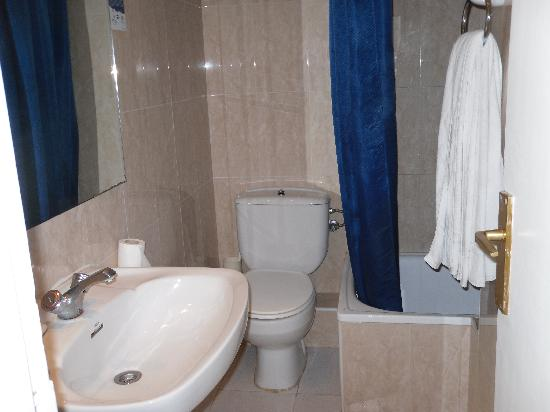 Hotel Gabarda: bathroom