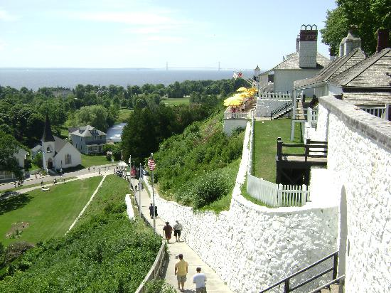 Main Street Inn and Suites: Ft. Mackinac view