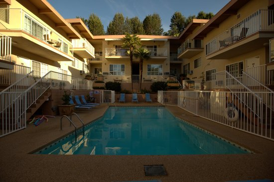 Magic Castle Hotel: Hotel Pool