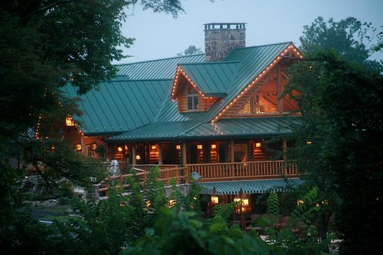 Smoke Hole Caverns &amp; Log Cabin Resort: Smoke Hole Resort Lodge