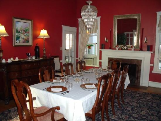 Hudspeth House Bed and Breakfast: The dining room