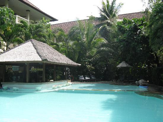 Hotel Kumala Pantai: Swim up Bar in S Block Pool at KP