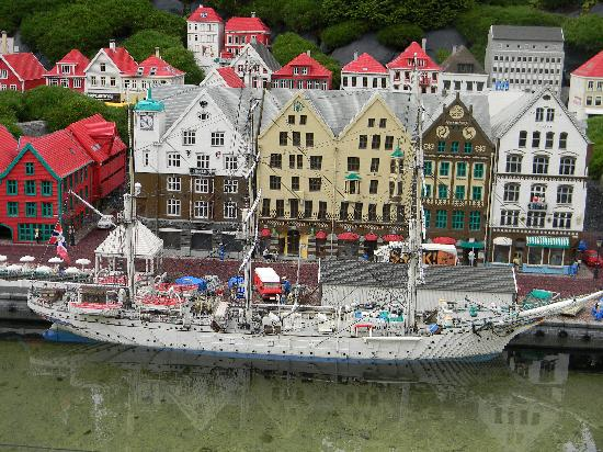 Billund, Danmark: One of the mini village displays- it was awesome!