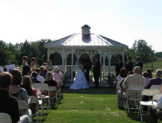 The Belle House Bed & Breakfast: Gazebo Wedding At The Belle House