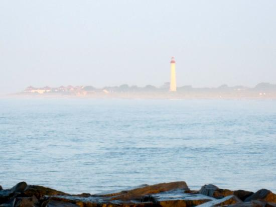 Sea Crest Motor Inn: Lighthouse in the early morning mist