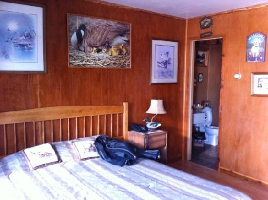 Blue and White Motel: The duck hunting room