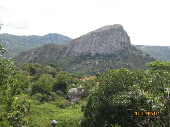 Nyanga, Ζιμπάμπουε: 'Rupurara' ie. 'The Old Bald Man' is the name of the massive Granite rock which gives it's name