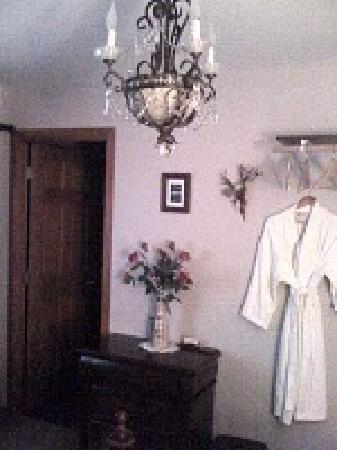 A Mooseberry Inn B&amp;B : Cozy Robes and slippers in every room 