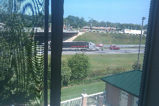 Holiday Inn Express Kings Mountain: View of major roadway from room