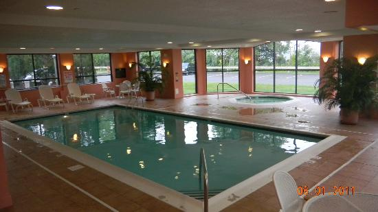 Homewood Suites by Hilton Stratford: Very clean indoor pool and hottub.  Towels provided.