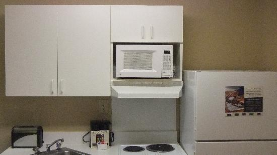 Extended Stay America - Houston - Greenway Plaza: Rm 315, kitchen