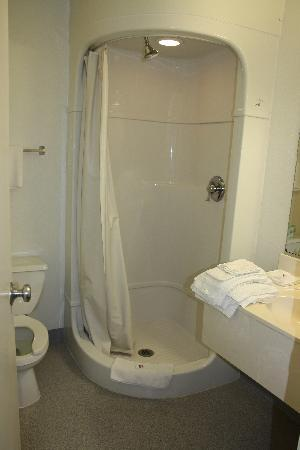 Motel 6 Kalispell: bathroom